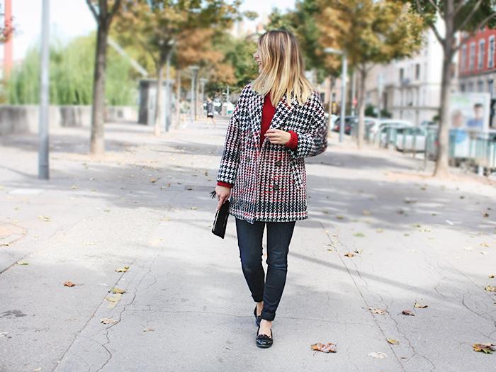 Comment porter le manteau pied de poule en automne